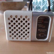 Rádios antigos: PEQUEÑO RADIO SANYO VINTAGE. Lote 179154060