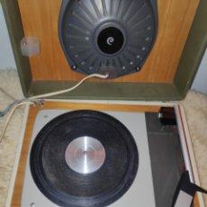 Radios antiguas: TOCADISCOS VINTAGE COSMO 751.. Lote 179236238