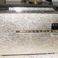 Radios antiguas: RADIO TRANSISTOR VANGUARD POLARIS AM/FM FUNCIONANDO. Lote 179526190