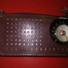 Radios antiguas: ANTIGUO RADIO TRANSISTOR PORTÁTIL MARCA SANYO, MODELO SIX TRANSISTOR DE LUXE MADE IN JAPAN.. Lote 180434923