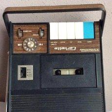 Radios antiguas: RADIO-CASSETTE VINTAGE DE LA MARCA CARVETTE DE LA DECADA DE LOS AÑOS 70 . Lote 182011190