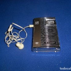Radios antiguas: ANTIGUO RADIO TRANSITOR SHARP AM SOLID-STATE + FUNDA + AURICULARES.. Lote 182279335