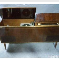 Radios antiguas: EXCEPCIONAL Y EXCLUSIVO MUEBLE RADIO TOCADISCOS PHILIPS. Lote 182530948