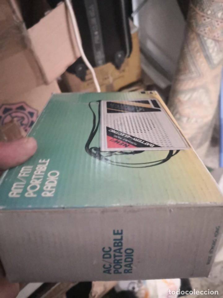 Radios antiguas: Radio VINTAGE am/FM portable R C R. C MADE IN HONG KONG. NUEVO EN SU CAJA - Foto 7 - 182855186