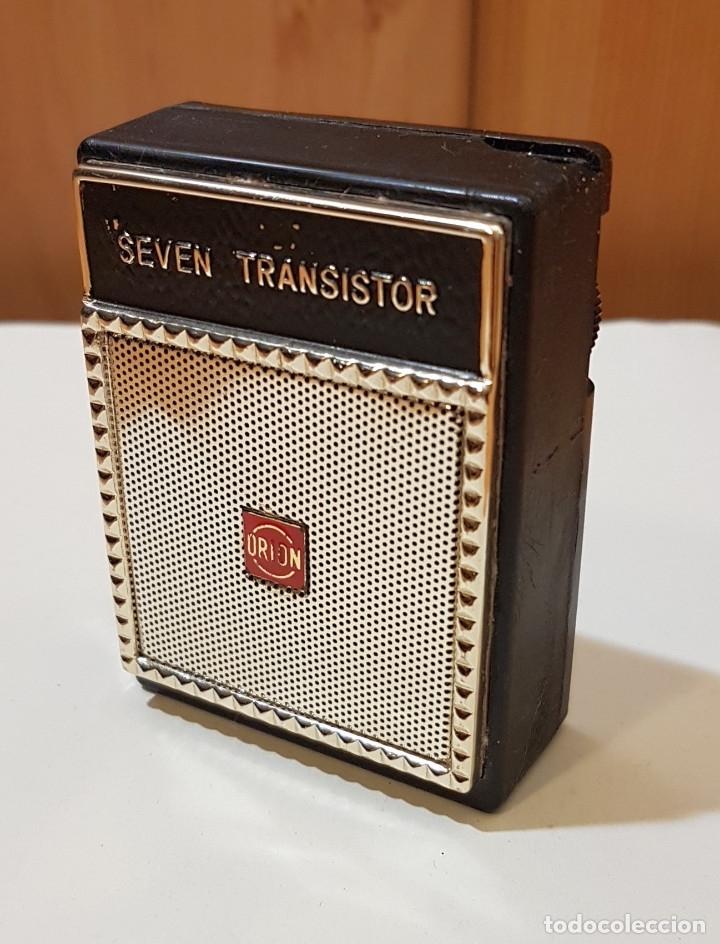 Radios antiguas: Pequeña radio Seven Transistor Orion, altavoz, Made in Japan, con funda, años 60 - Foto 2 - 183314117