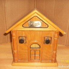 Radios antiguas: RADIO CLASSIC-FUNCIONA CON PILAS. Lote 183512846