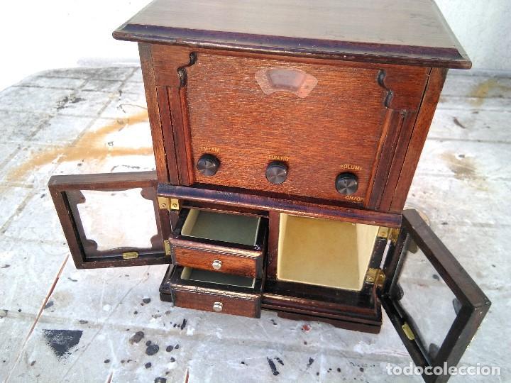 Radios antiguas: Curioso radio transistor funcionando - Foto 3 - 184465437