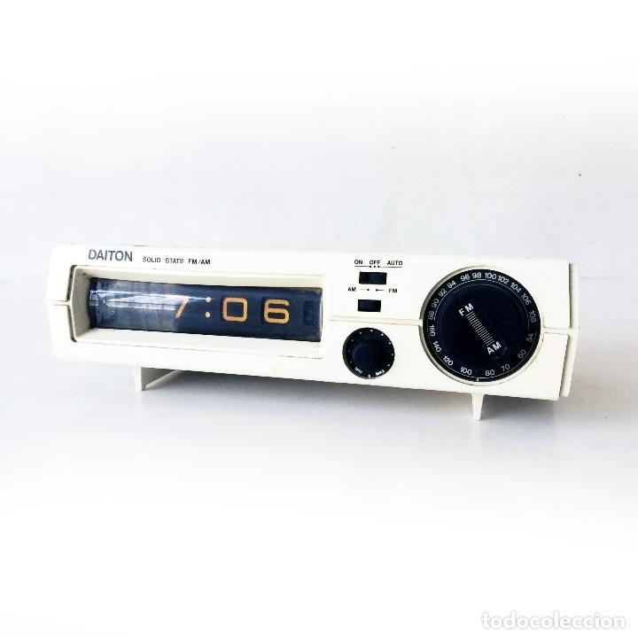 RADIO DESPERTADOR SOBREMESA DAITON (Radios, Gramófonos, Grabadoras y Otros - Transistores, Pick-ups y Otros)