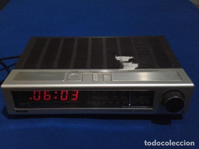 RADIO RELOJ DESPERTADOR PHILIPS (MODELO 390 ELECTRONIC CLOCK RADIO ) FUNCIONA - VINTAGE (Radios, Gramófonos, Grabadoras y Otros - Transistores, Pick-ups y Otros)