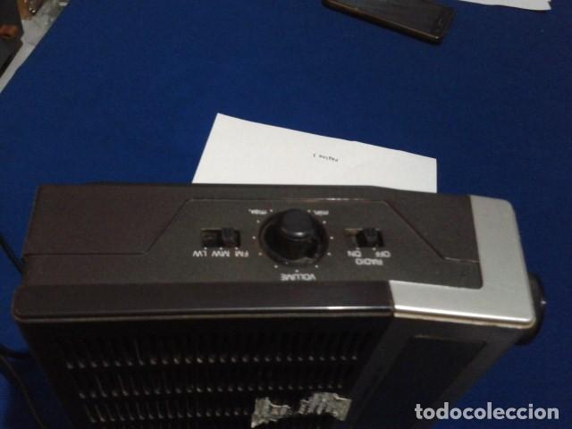 Radios antiguas: RADIO RELOJ DESPERTADOR PHILIPS (MODELO 390 ELECTRONIC CLOCK RADIO ) FUNCIONA - VINTAGE - Foto 5 - 204150791