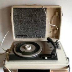 Radios antiguas: MALETA TOCADISCOS IBERIA MODELO GP 1045 BITENSIÓN Y PILAS AGUJA ADAPTADOR PARA SINGLES . Lote 191036263