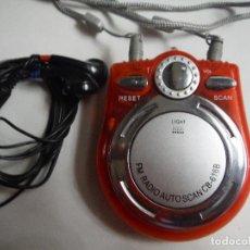 Radios antiguas: RADIO FM CON AURICULARES PARA COLGAR CUELLO. Lote 191145051