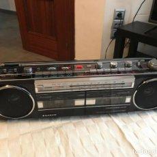Radios Anciennes: RADIO CASSETE SANYO VINTAGE 90,S MUY BUENA PINTA. Lote 192187183