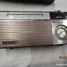 Rádios antigos: RADIO TRANSISTOR LAVIS MODELO ' 745 CONECTOR ' 2 BANDA Y RELOJ DESPERTADOR + INFO . Lote 192568540