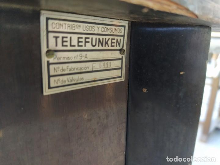 Radios antiguas: Mesa con giradiscos Telefunken modelo Mesa de Lujo TZM. Plegable. Año 1958. - Foto 9 - 192823443