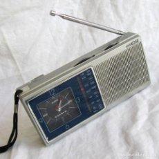 Radios antiguas: RADIO AM/FM CON RELOJ DESPERTADOR SANYO RPM C2 FUNCIONANDO. Lote 194188275