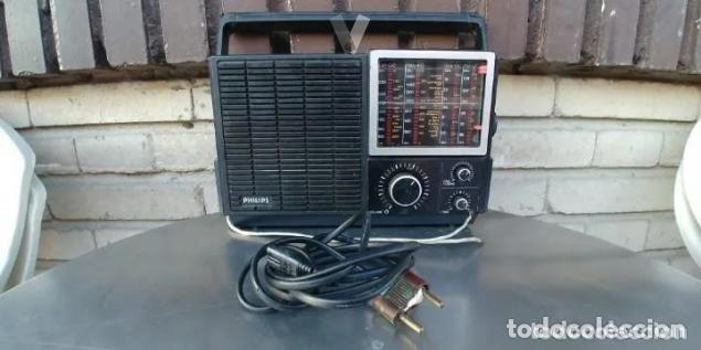 RADIO PHILIPS 680. CUATRO BANDAS. CON FM. PILAS Y RED. FUNCIONANDO (Radios, Gramófonos, Grabadoras y Otros - Transistores, Pick-ups y Otros)