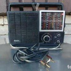 Radios antiguas: RADIO PHILIPS 680. CUATRO BANDAS. CON FM. PILAS Y RED. FUNCIONANDO. Lote 194710330