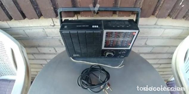 Radios antiguas: RADIO PHILIPS 680. CUATRO BANDAS. CON FM. PILAS Y RED. FUNCIONANDO - Foto 2 - 194710330