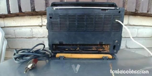 Radios antiguas: RADIO PHILIPS 680. CUATRO BANDAS. CON FM. PILAS Y RED. FUNCIONANDO - Foto 3 - 194710330