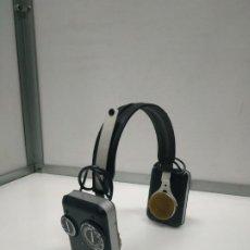 Radios antiguas: AURICULARES MADE IN HONG KONG CASCOS CON RADIO VINTAGE - FM-AM DE LOS AÑOS 70. Lote 194895832