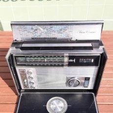 Radios antiguas: RADIO ZENITH TRANS OCEANIC RD 7000 Y - MULTIBAND - SOLID STATE - CON CARTA DE FRECUENCIAS. Lote 194936047