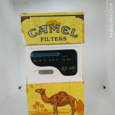 Radios antiguas: RADIO CON FORMA DE CAJETILLA CAMEL FUNCIONANDO. Lote 195030793