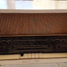 Radios antiguas: RADIO ELPROM BUEN ESTADO FUNCIONANDO AÑOS 60. Lote 195053333