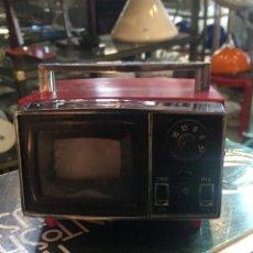 Radios antiguas: VINTAGE RADIO AM DE LOS AÑOS 70. Lote 195081123