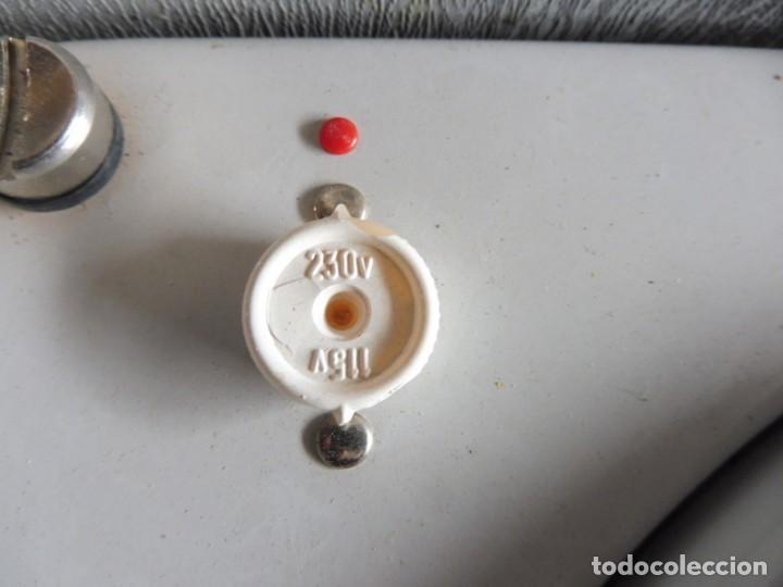Radios antiguas: TOCADISCOS LA VOZ DE SU AMO - AÑOS 50 - Foto 6 - 195159408