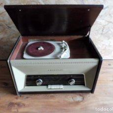 Radios antiguas: RADIO TOCADISCOS PHILIPS AÑOS 50. Lote 195159845