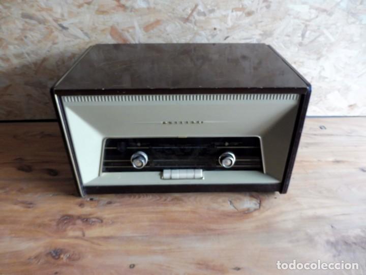 Radios antiguas: RADIO TOCADISCOS PHILIPS AÑOS 50 - Foto 2 - 195159845