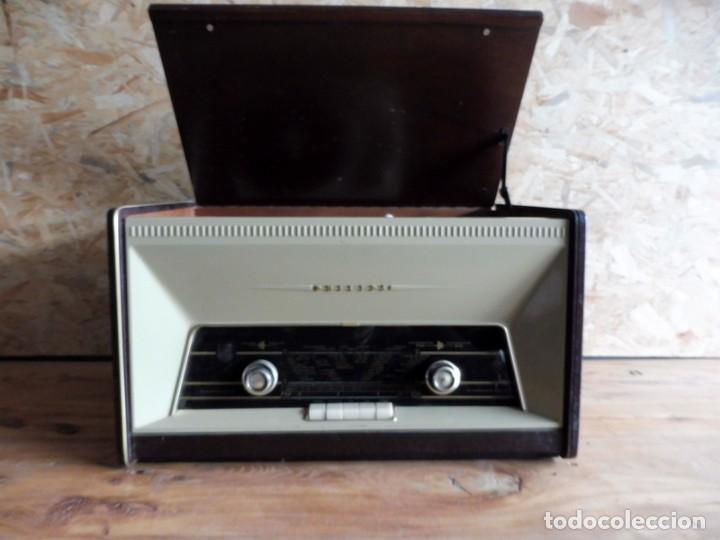 Radios antiguas: RADIO TOCADISCOS PHILIPS AÑOS 50 - Foto 3 - 195159845