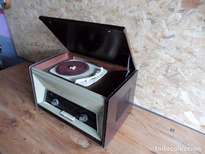 Radios antiguas: RADIO TOCADISCOS PHILIPS AÑOS 50 - Foto 5 - 195159845