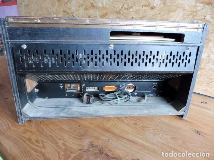 Radios antiguas: RADIO TOCADISCOS PHILIPS AÑOS 50 - Foto 6 - 195159845