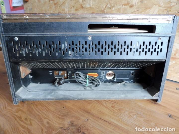 Radios antiguas: RADIO TOCADISCOS PHILIPS AÑOS 50 - Foto 10 - 195159845