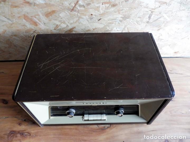Radios antiguas: RADIO TOCADISCOS PHILIPS AÑOS 50 - Foto 11 - 195159845