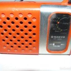 Radios antiguas: RADIO TRANSISTOR MARCA SANYO RP-1250 AÑO 1975 - . Lote 195415865