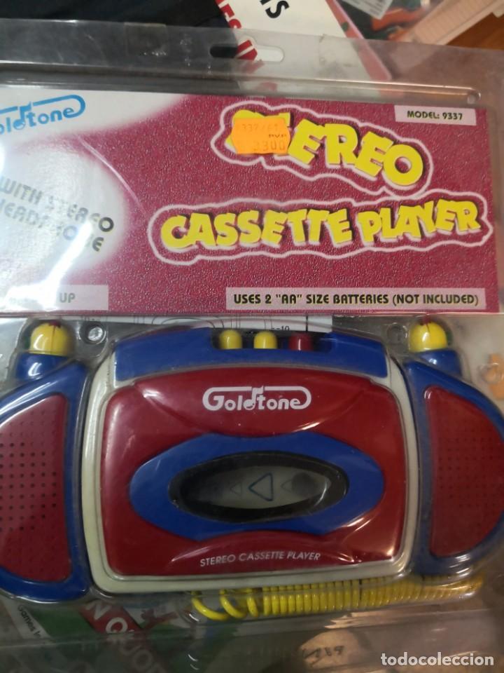 Radios antiguas: Walkman Stereo CASSETTE PLAYER GOLD TONE EN SU BLISTER. Nuevo sin uso - Foto 2 - 195629710