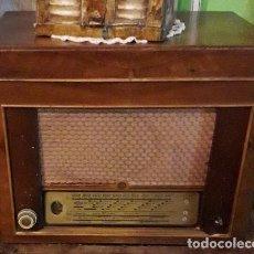 Radios antiguas: RADIO TOCADISCOS OPTIMUS RADIO DUAL 300 EN MADERA. Lote 195947767