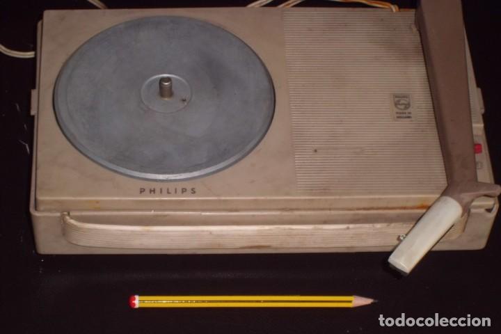 Radios antiguas: TOCADISCOS PHILIPS MINIATURA, AÑOS 50 - Foto 3 - 197191951