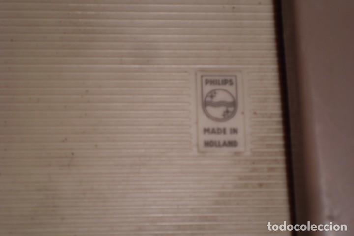 Radios antiguas: TOCADISCOS PHILIPS MINIATURA, AÑOS 50 - Foto 6 - 197191951