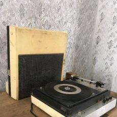 Radios antiguas: TOCADISCOS-MALETÍN DUAL TYPE P22N. FUNCIONANDO A 220V. AÑOS 60. Lote 197581287