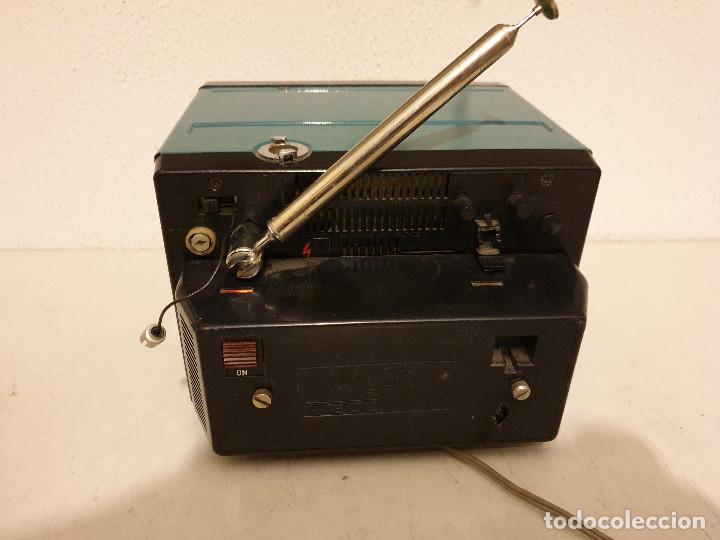 Radios antiguas: PEQUEÑO TELEVISOR PORTATIL BLANCO Y NEGRO - Foto 5 - 198582070