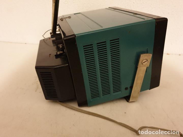 Radios antiguas: PEQUEÑO TELEVISOR PORTATIL BLANCO Y NEGRO - Foto 6 - 198582070
