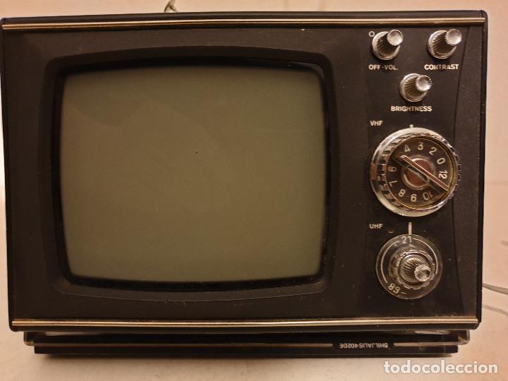 Radios antiguas: PEQUEÑO TELEVISOR PORTATIL BLANCO Y NEGRO - Foto 8 - 198582070