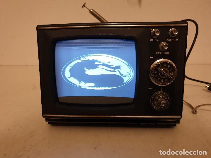 Radios antiguas: PEQUEÑO TELEVISOR PORTATIL BLANCO Y NEGRO - Foto 9 - 198582070