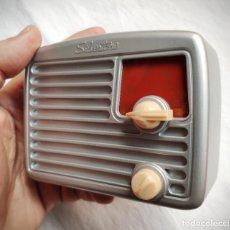 Radios Anciennes: SILVERTONE MOD. C - 1949 - USA - COLECCIÓN RADIOS DE ANTAÑO - MINIATURA - FUNCIONA. Lote 198936008