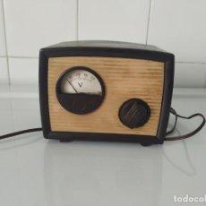 Radios antiguas: ANTIGUO ELEVADOR REDUCTOR DE TENSIÓN STANDARD-G. MODELO 4. AÑOS 60. Lote 199164597