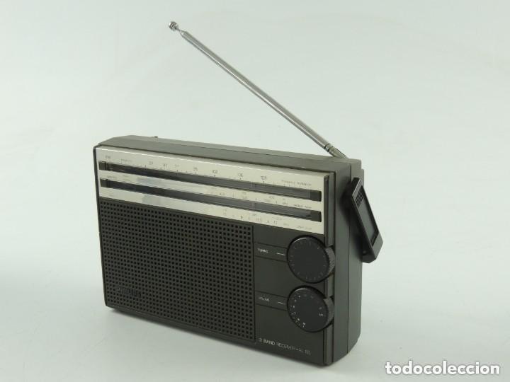 VINTAGE RADIO TRANSISTOR PHILIPS MODEL 3 BAND RECEIVER - AL 105 segunda mano